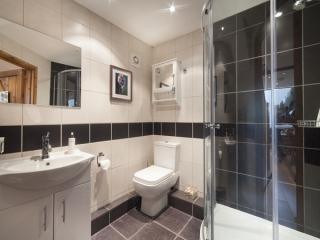 oaktreebathroom.jpg